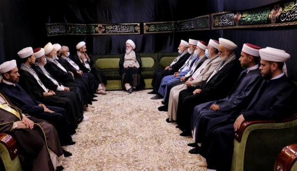 """During a meeting with the caravan """"Nidae ul-Aqsa"""", the grand Ayatullah Sheikh Yaqubi said: there is no substitute for the Islamic option to fight the enemy on all fronts."""